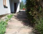 Venkovní úpravy a dlažby - Chodník s betonovou dlažbou Best mezi pražce